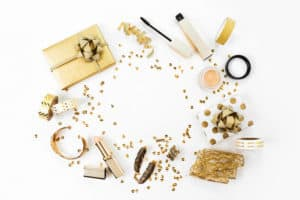 Makeup accessoires in golden colors